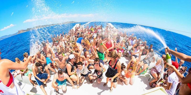 Công ty chuyên tổ chức beach party