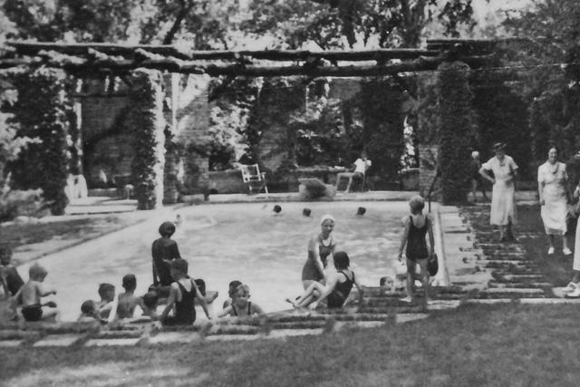 Nguồn gốc của Pool Party